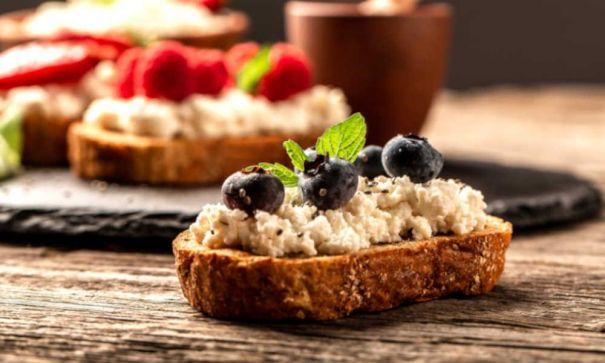 Best-Italian-Balsamic-Bruschetta-with-Cheese-Recipe-Mevolife