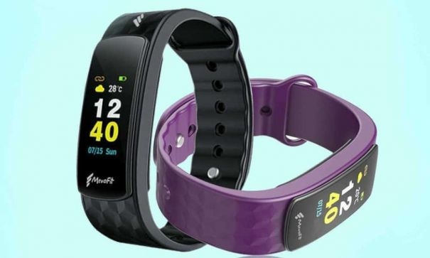 Looking for a top notch activity tracking smart band with Big Screen and Gesture and Swipe Control