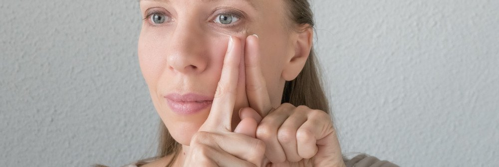 Facial exercises for sagging cheeks