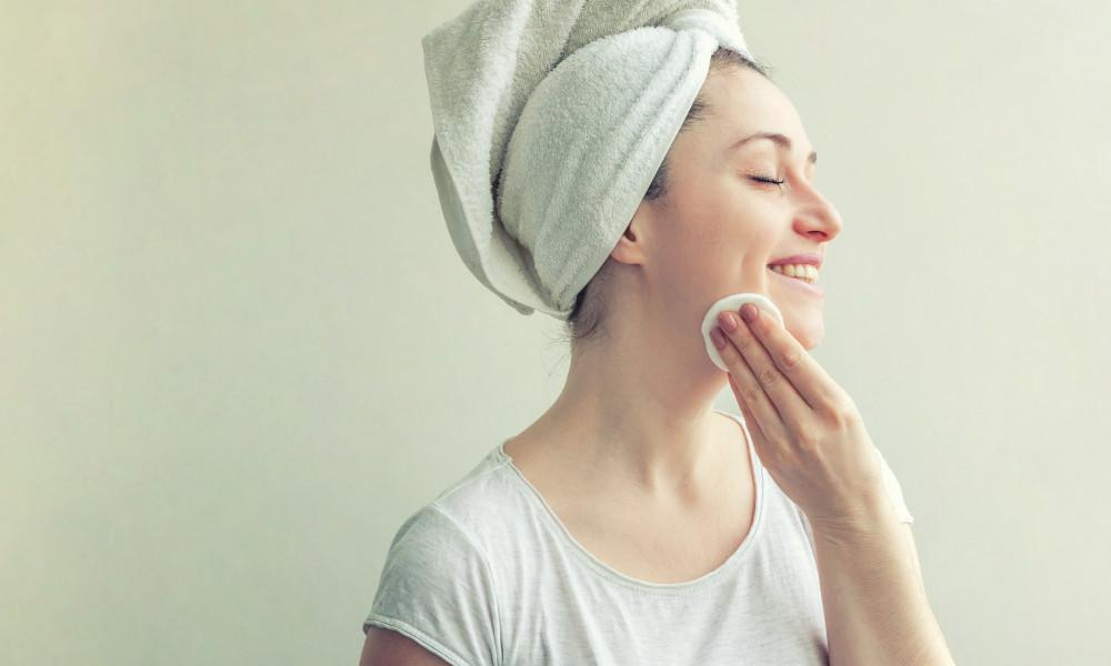 How To Clean Face At Home Naturally?