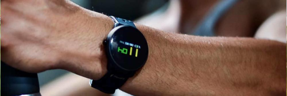 """The Smartwatch That Takes Swimming to A """"Deeper"""" Level"""